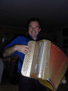 et à l'accordéon Charlie